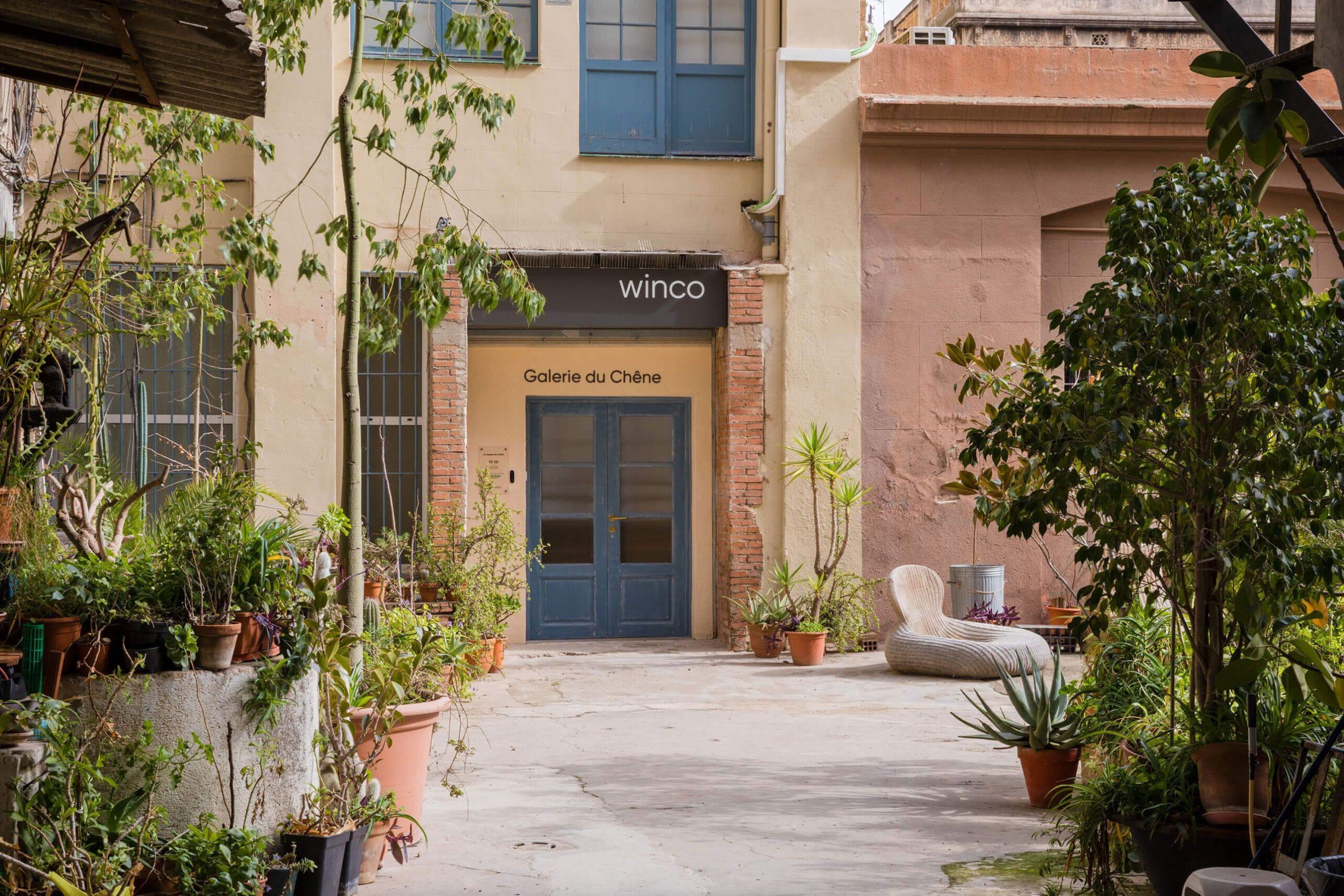 Vista exterior entrada showroom WINco