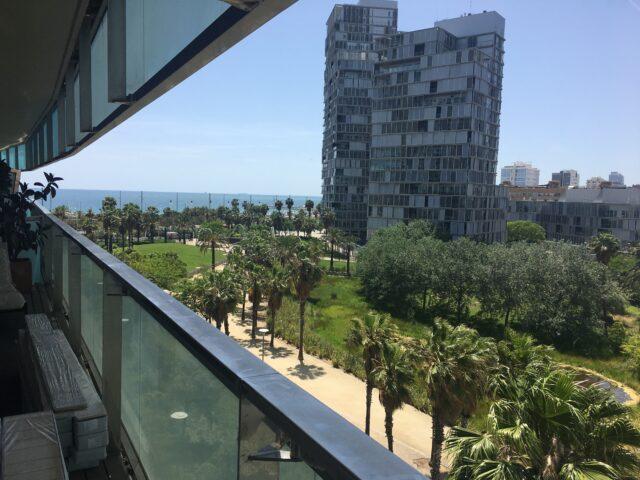 Primer plano de las maravillosas vistas desde el apartamento del complejo residencial Diagonal Mar